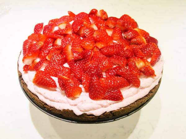Sugar free strawberry mousse cake