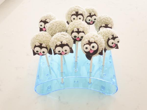 baby sheep cake pops