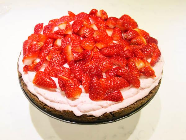 Sugar free strawberry mousse cake